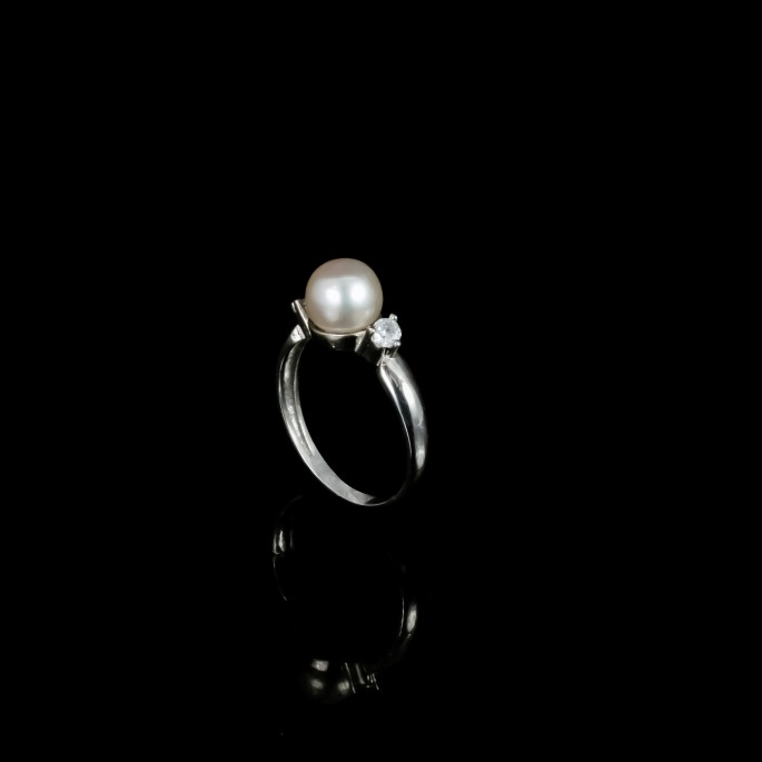 White Button Freshwater Pearls /& Black Onyx Gemstones Sterling Silver Earrings