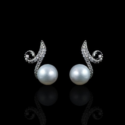Infini Earrings | Fresh Water Pearls | 18K White Gold