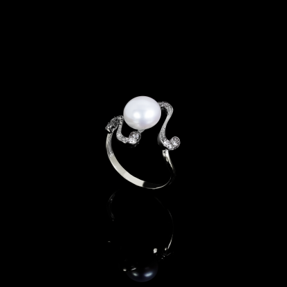 Nuit Noir Ring | Fresh Water Pearl | 18K White Gold