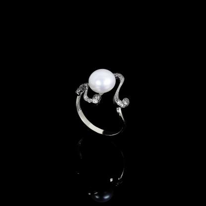 Nuit Noir Ring | Fresh Water Pearl | 18K White Gold