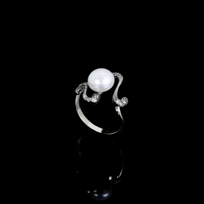 Nuit Noire Ring | Fresh Water Pearl | 18K White Gold