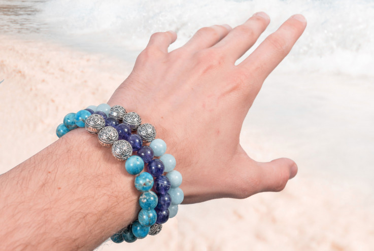 Trend alert: semi-precious stone bracelets are a must for this season!